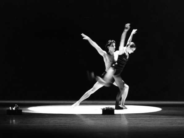 Jiří Kylián - creations - theatre - stepping_stones Stepping Stones